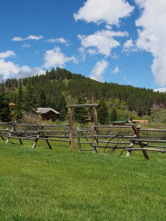 Paradise Guest Ranch: The grounds
