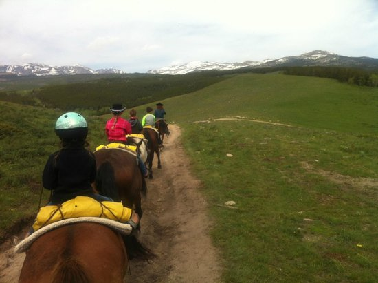 Paradise Guest Ranch: Trail riding
