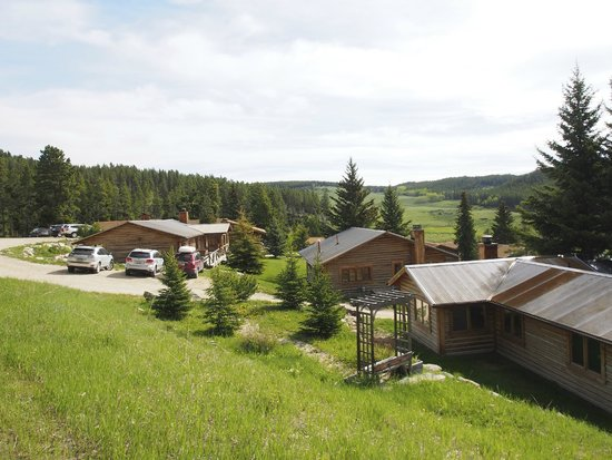 Paradise Guest Ranch: Some of the cabins