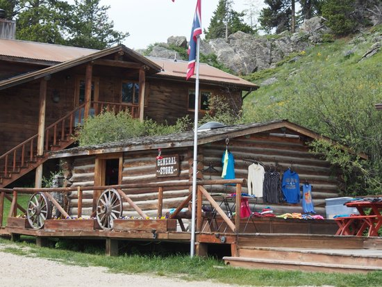 Paradise Guest Ranch: General store