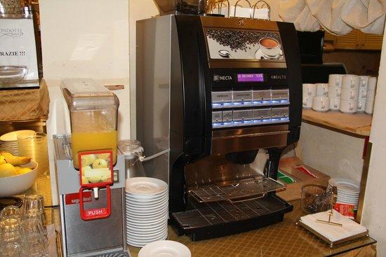 Condotti Hotel: Máquina de café do Hotel Condotti