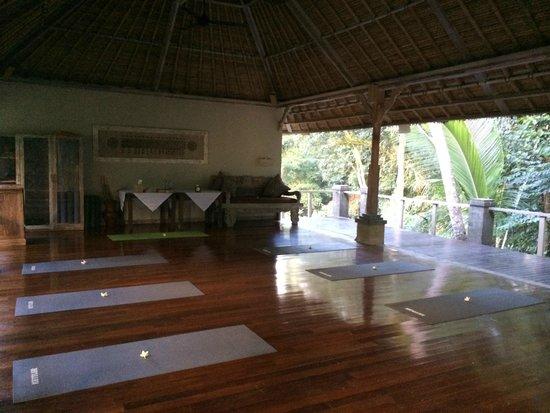 Puri Sunia Resort : Yoga area.