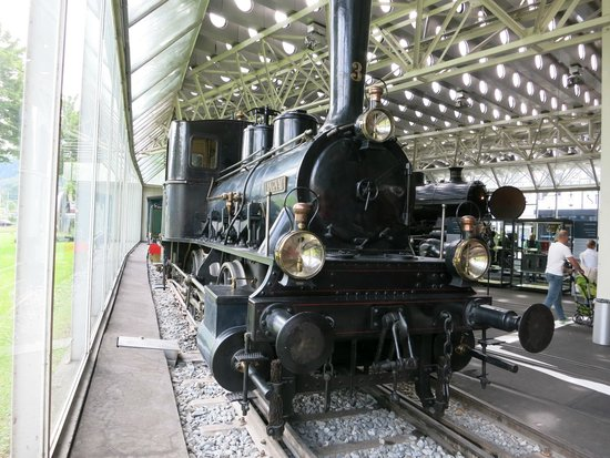Musée suisse des transports : A steam engine exhibit.