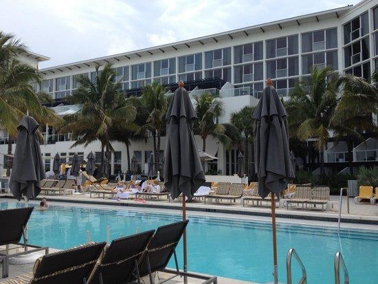 Boca Beach Club, A Waldorf Astoria Resort: Piscina de novo