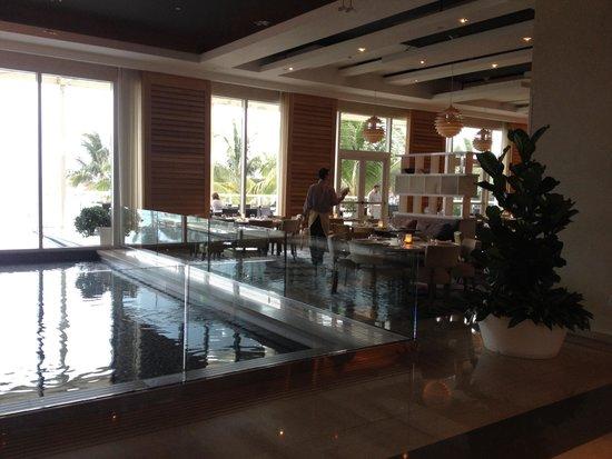 Boca Beach Club, A Waldorf Astoria Resort: Lobby