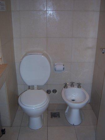 Circus Hostel & Hotel : Banheiro.