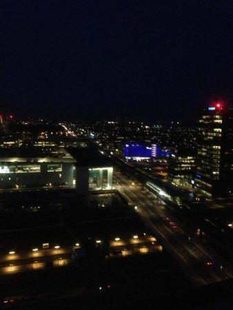 Crowne Plaza Copenhagen Towers : vista noturna