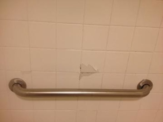 Chula Vista Inn : Crack in wall