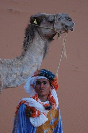 Yasmina Hotel Merzouga: Caravan leader with is faithful companion
