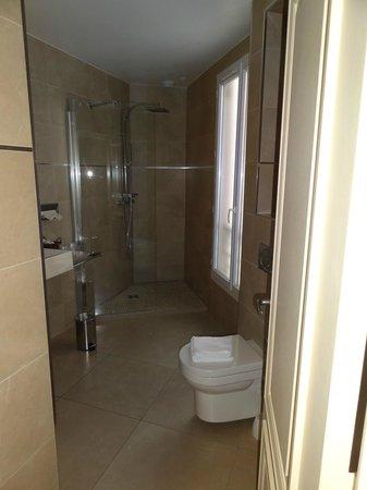 Hotel de l'Empereur: Shower