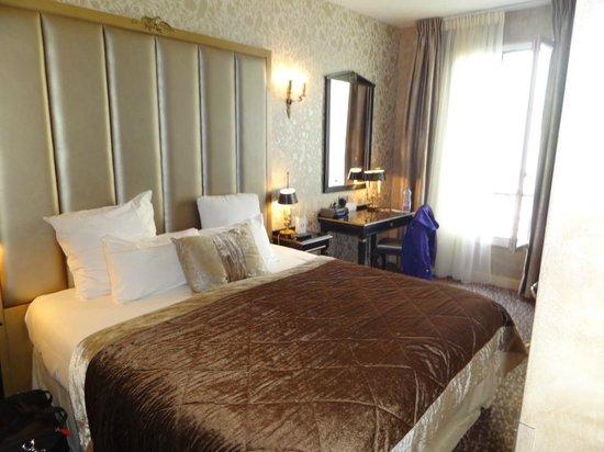 Hotel de l'Empereur : bed