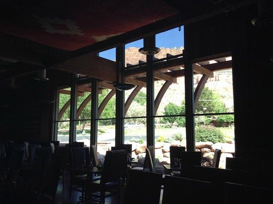 SWITCHBACK GRILLE & TRADING COMPANY : Gorgous picture windows