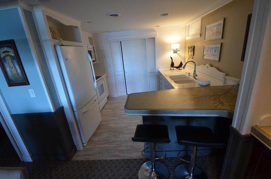 Island View Inn: Puffin Suite kitchen