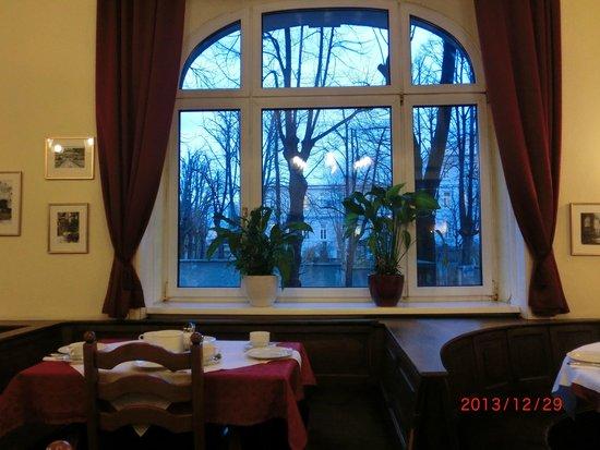 Hotel Furstenhof: 朝食はこここから