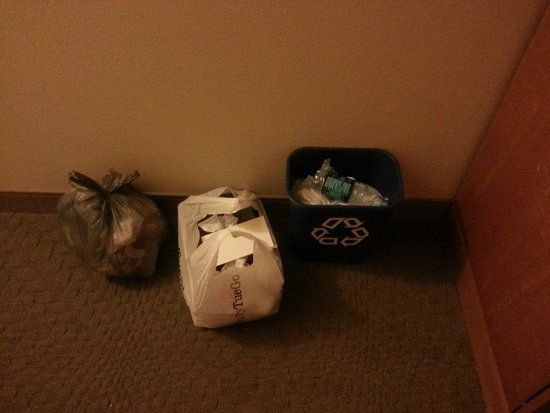 Sheraton Myrtle Beach Convention Center Hotel: Trash that piled up because housekeeping never came