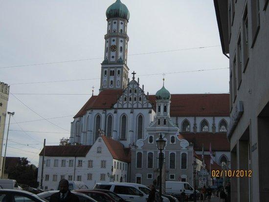Kirche St. Ulrich und St. Afra: Bela igreja