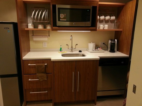 Home2 Suites by Hilton Fargo: Awesome Kitchen!!