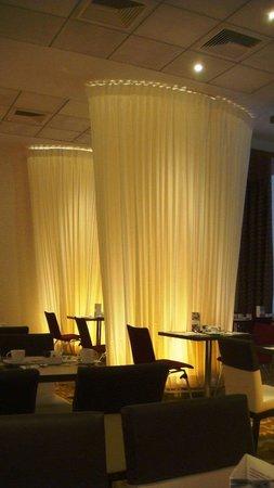 Mercure Warsaw Grand: Salao para o cafe da manhã