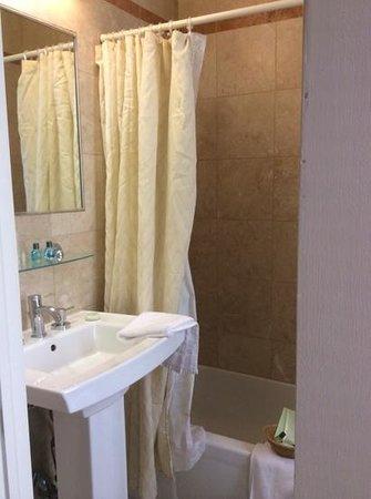 Radio City Apartments : bathroom
