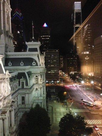 Courtyard Philadelphia Downtown: City Night View