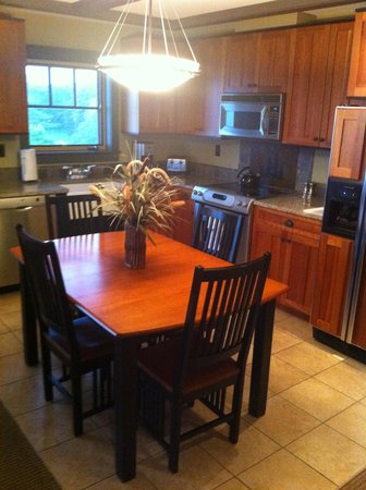 Tamarack Lodge: Full Kitchen w/dining