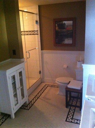 Tamarack Lodge: Walkin shower