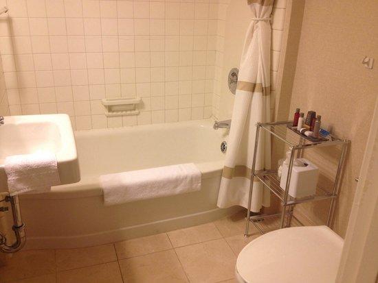 The Dearborn Inn, A Marriott Hotel : The Henry House bathroom