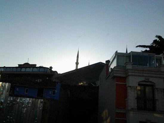 Hotel Seraglio: Day view of Blue Mosque