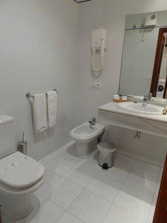 Dabarca Hotel Apartamentos: Bathroom