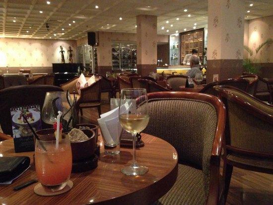 The Phoenix Hotel Yogyakarta - MGallery Collection: Bar area