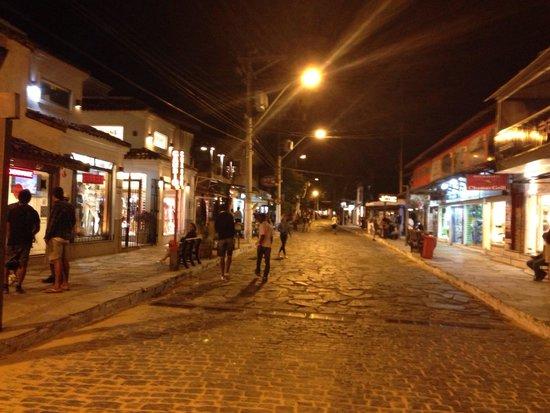 Inicio da noite na Rua das Pedras
