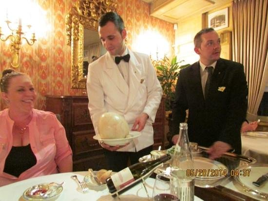 Restaurant Paul Bocuse : bresse chicken cooked in a bladder 'A La Mere Fillioux'