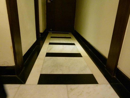 Hotel Taj Resorts: detalle del piso de la habitacion