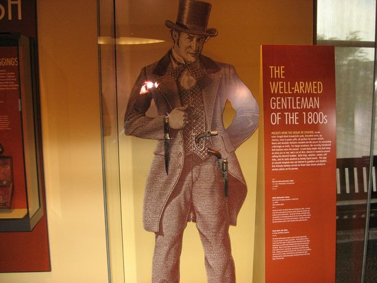 Frazier History Museum : example of display