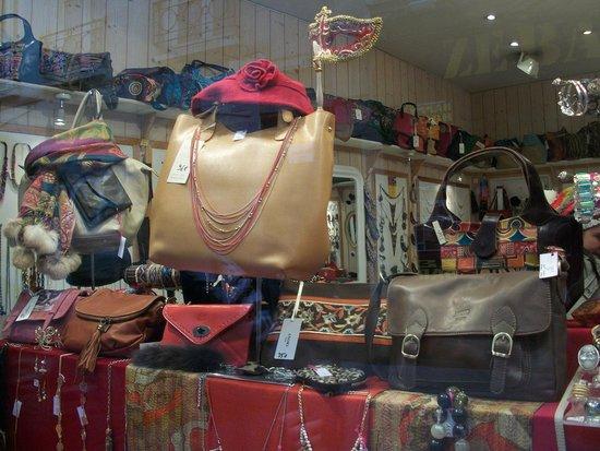 Rue de la Huchette : more bags!!