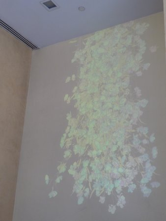 Bryant Park Grill : Interior wall projection