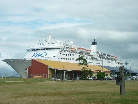 Esplanade Boardwalk: Cruise Ship Terminal, Cairns