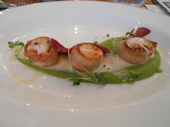 The Fountain Restaurant- Fortnum & Mason: Incredible scallops
