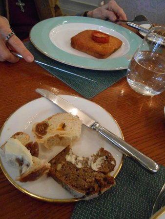 The Fountain Restaurant- Fortnum & Mason: fantastic breads with figs embedded