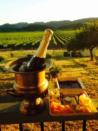 Auberge on the Vineyard : Champagne and chocolate fondue package on the Montrachet balcony