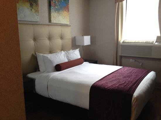 Best Western Plus Montreal Downtown-Hotel Europa: Comfortable bed