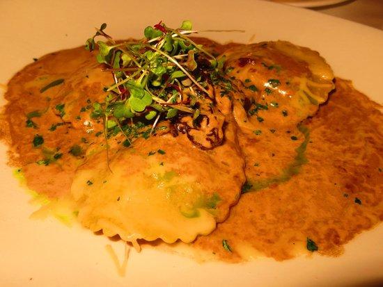 Lahaina Grill: Wagyu beef ravioli; black truffle, porcini, portobello, braised apple and morel mushroom-brandy