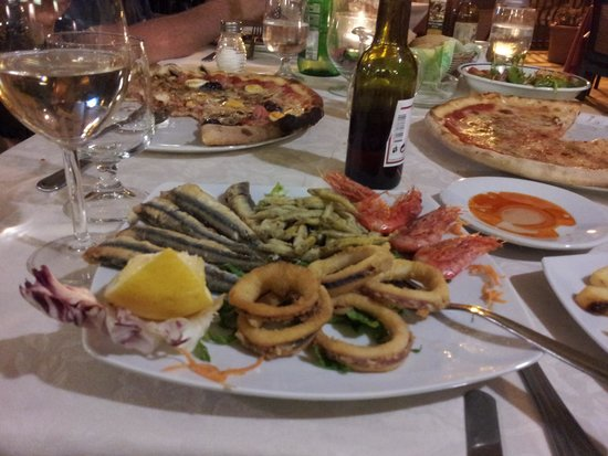 Gambrinus: Mixed fried seafood....yummy