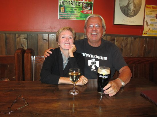 Bobby's Place: Happy Customers - Great Food