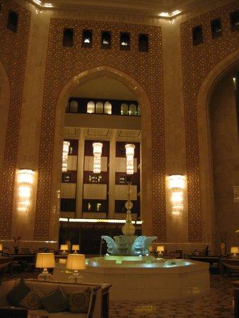 Al Bustan Palace, A Ritz-Carlton Hotel: Atrium
