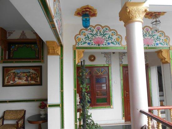 Hotel Vimal Heritage : palier habitacion