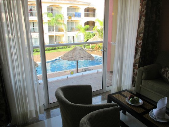 Sandos Playacar Beach Resort : Second floor. adults only section view onto pool