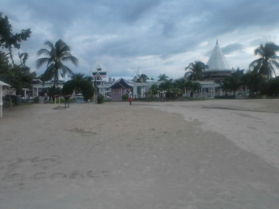 Hotel Riu Palace Tropical Bay: Part of the beach at sunset