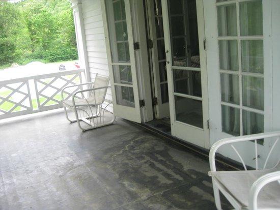 The White House Inn : The Grand Balcony of Room 6