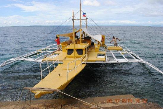 Nalusuan Island Resort: Boat taking us to the island